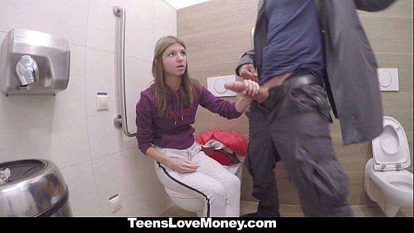 Русская девочка трахается за деньги