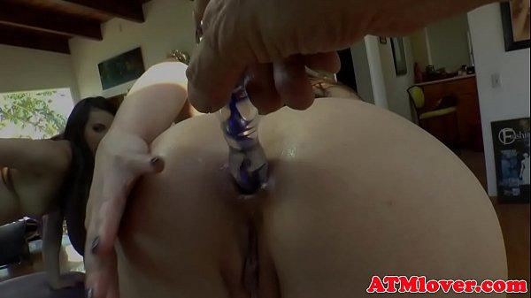 Смотреть порно онлайн заставляет лизать киску