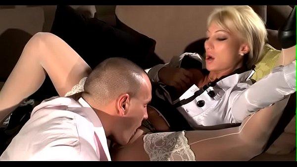 Реальный первый секс в попу видео