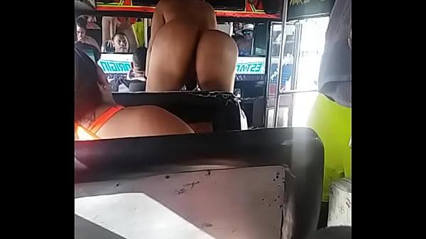 El culo de mily la conejita en el bus