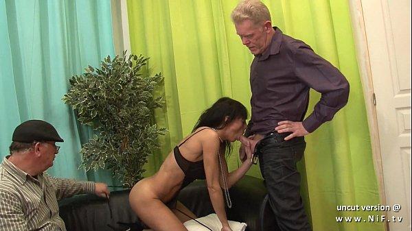 Порно зрелая худенькая брюнетка