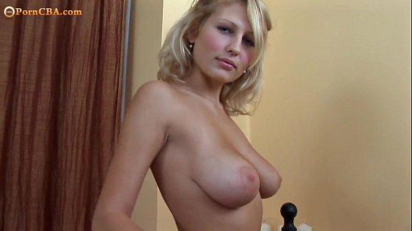 Мастурбация блондинки с большими сиськами