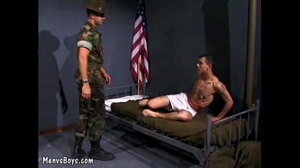 Гей видео ролик онлайн с солдатами смотреть
