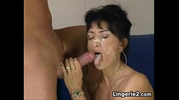 Зрелые женщи делают минет