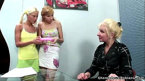 Русские лесби взрослые с молодыми
