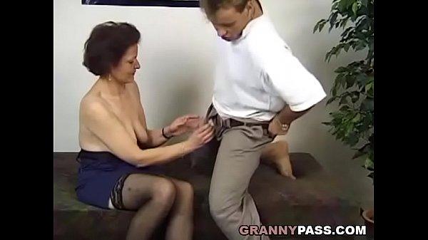 Шейен Наутика старый и молодая секс втроем зрелые женщины
