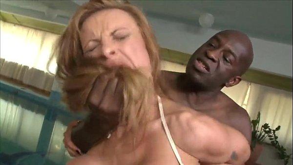 Negru Fute O Blonda Si O Impinge Cu Capul In Pula Cu Forta