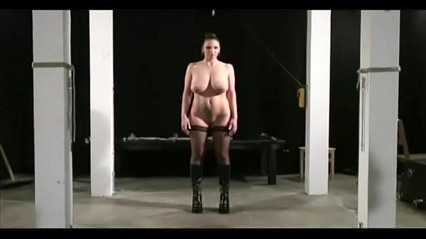 Жесткий секс с прилюдиями