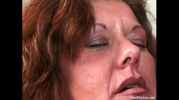 Распутная мамаша присоединилась к бурному траху дочери