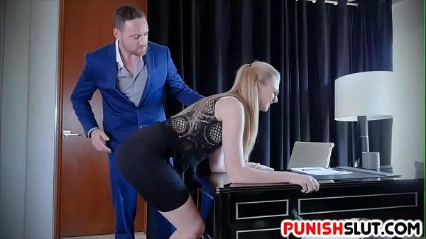 Русское порно начальница наказала подчиненную