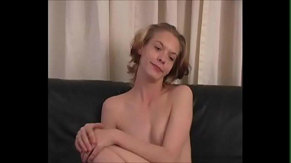 Молодой парень делает куни зрелой женщине