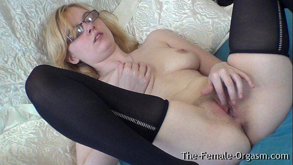 Блондинка с очками грудь