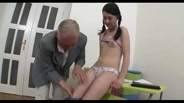 Видео инцест семейная оргия
