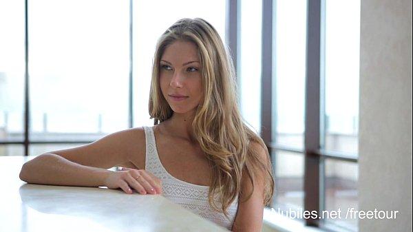 Красивая худенькая блондинка секс