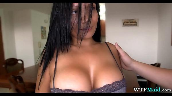 Порно видео Застенчивая горничная хочет лишних денег