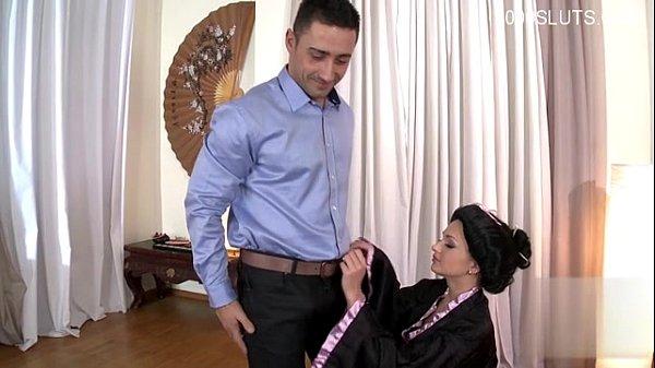 Жена просит мужа ебать ее сильнее