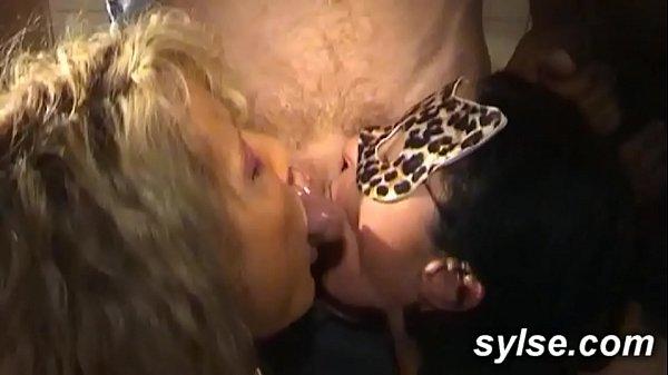 Большой банан для блондинки порно