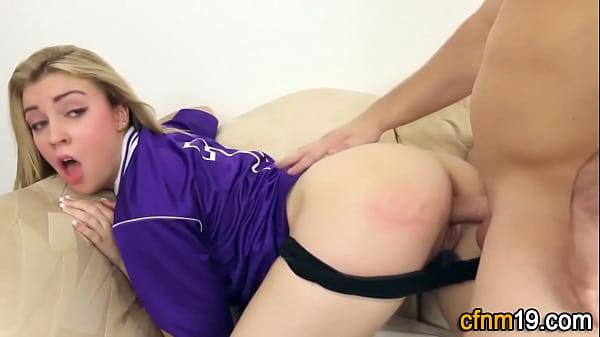 Порно видео с девушкой в зеленых трусиках