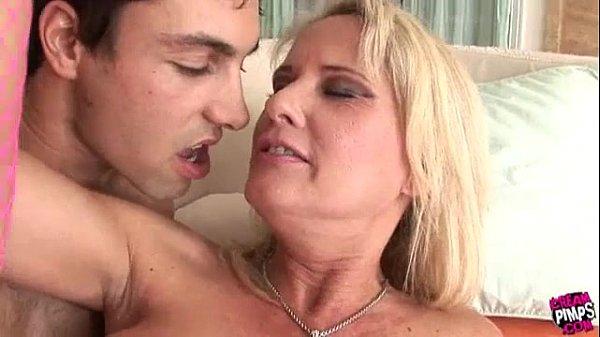 Любительское порно со взрослыми на кухне