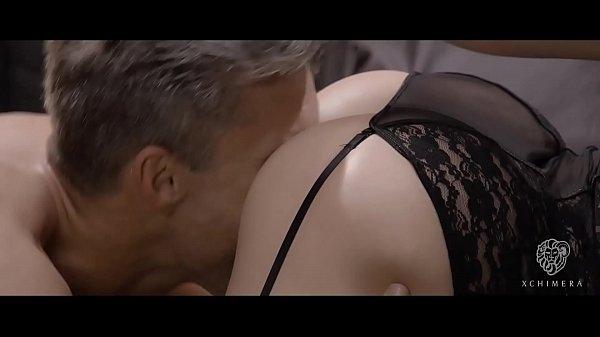 Сексуальная гламурная брюнетка с большими сиськами фото