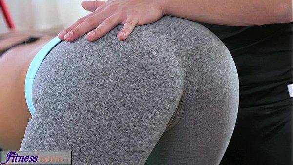 Curva Care Face Sala Se Uda Tare Intre Picioare De La Transpiratie Si E Fututa De Instructorul Ei
