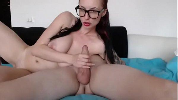 Зрелая совратила молодую порно видео