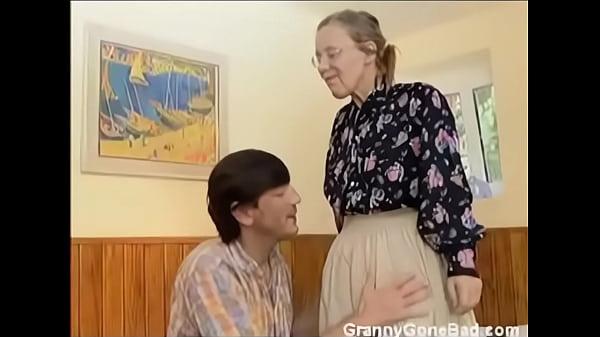 Трахнул волосатый анал бабушки