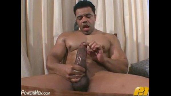Boy gostoso batendo punheta online na webcam