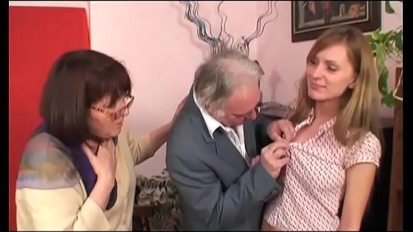 Анальный секс у старого рояля