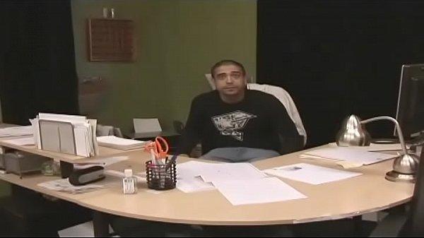 Блондинка в чулочках сосет член у боса видео