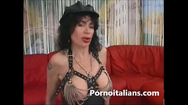 Порно сосед застукал за дрочкой