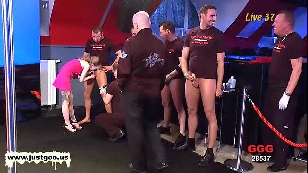 Порно русская блондинка в тату салоне