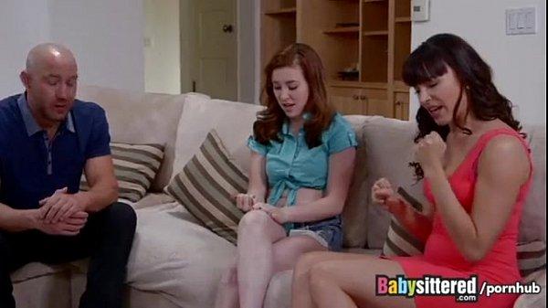 Папа с мамой трахают дочь Смотреть порно онлайн