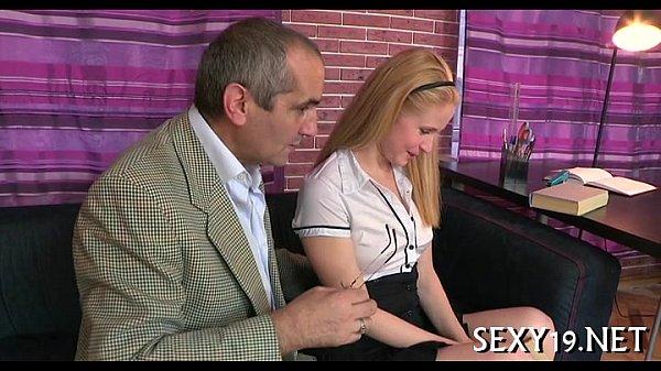 Порно учитель трахнул сексуальную учительницу