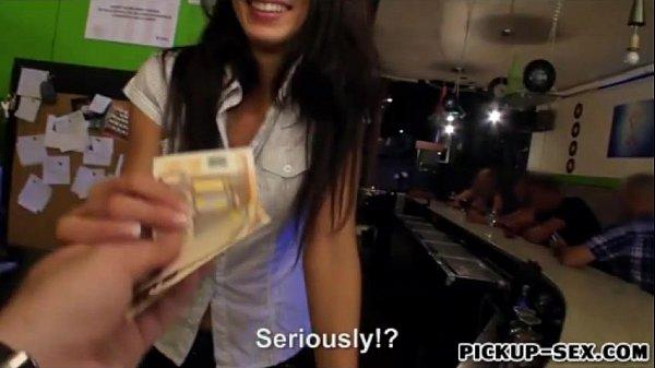 барменша дает за деньги - 11