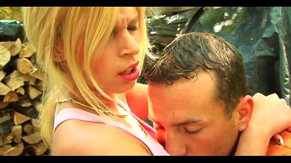 Видео как девушка лишается девственности