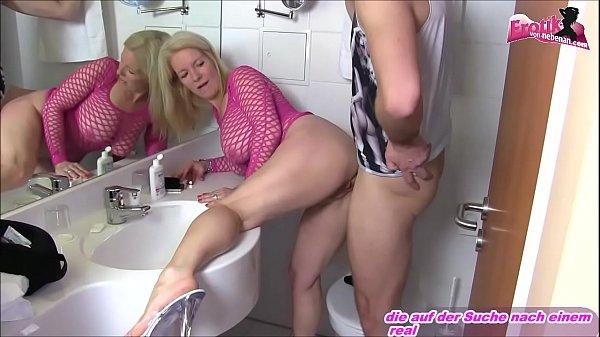 Deutsche Mutter macht amateur porno mit Bad mit ihrem Sohn und schluckt sperma