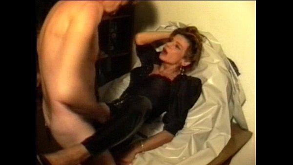 Порно зашла в ванну когда брат купался