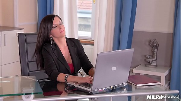 Milf Banging At The Office Makes Summer's Pussy Wet