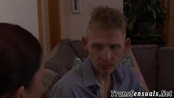 Зрелая дрожит в оргазме