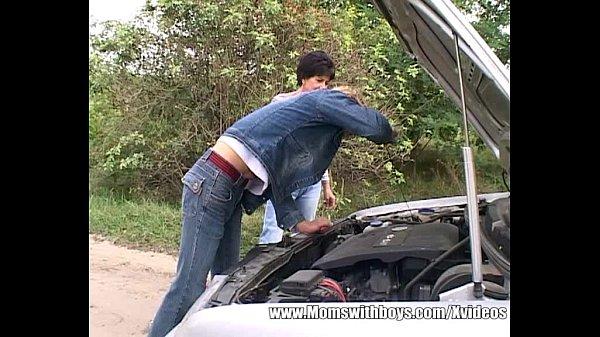 Блондинка с мужиком в машине порно