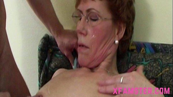 Пожилая семья занимается сексом