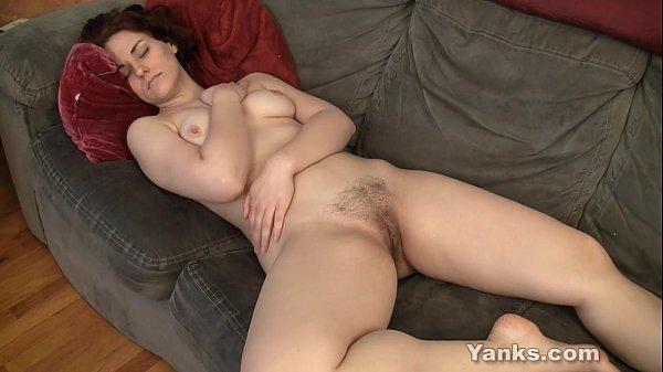 Зрелые женщины занимаются мастурбацией