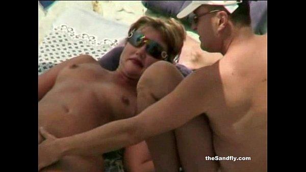 Пляжная мастурбацыя видео девушки