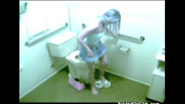 Скрытая камера женщина мастурбирует в ванной онлайн