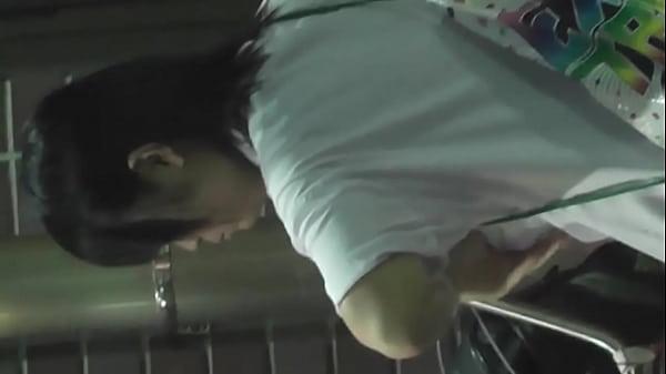 【盗撮・パンチラ】夜、部活帰りの女子高生を自転車置き場でデジカメでフラッシュたいてJKの派手なパンティを盗撮