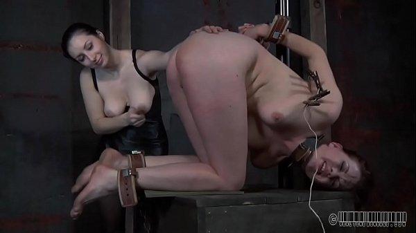 Струей кончают девушки порно