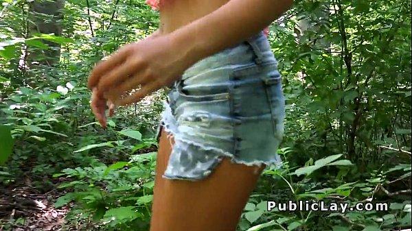 Трах брюнетки в лесу