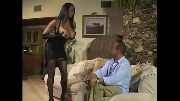 Большая грудь у черных женщин