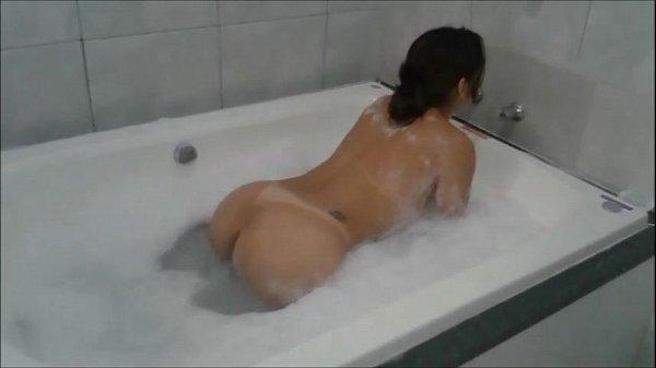 Fodendo a gostosa na banheira de hidromassagem